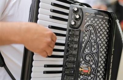 aplicaciones para aprender a tocar la acordeón